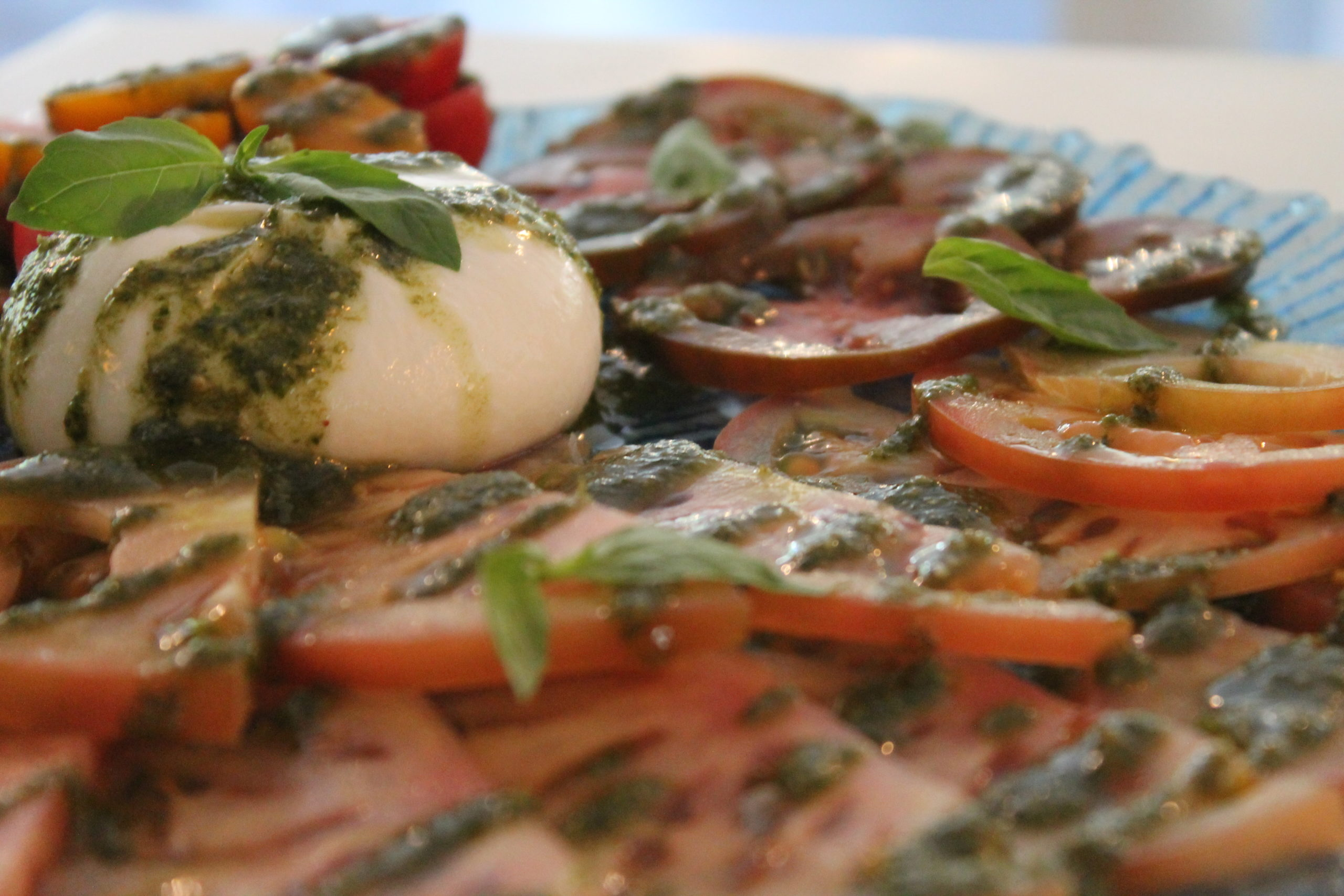 Ensalada Capresse con Burratina en Simoneta and Co Restaurante Mondariz Balneario